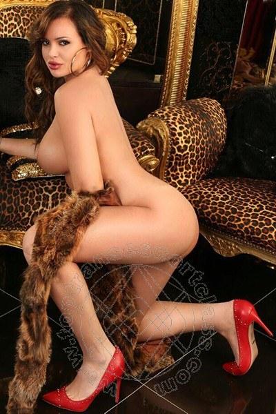 Elisabetta La Regina Italiana  ROMA 3485490383